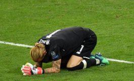 Seorang Fan Manchester United Rela Merajah Tubuh dengan Nama Loris Karius