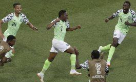 Bintang Nigeria di Piala Dunia 2018, Ahmed Musa Bagi-Bagi Beras Saat Lebaran