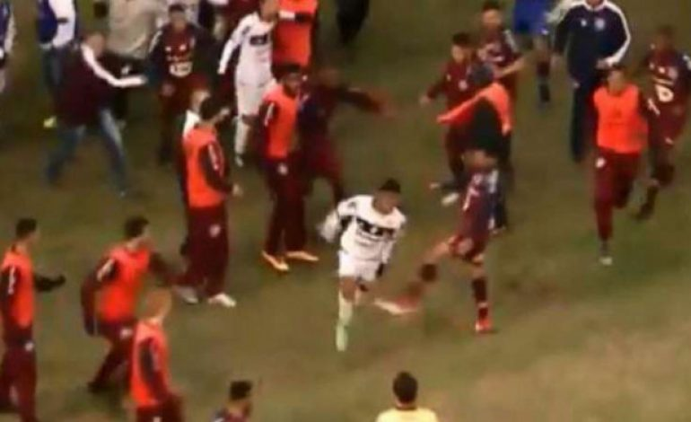 Pemain dan Pelatih Baku Hantam, Laga di Brasil Berakhir Kacau