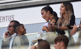 Cristiano Ronaldo Cetak Gol, Kekasih dan Anaknya Tersenyum Bahagia