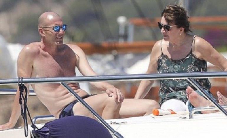 Dikabarkan Akan Gantikan Jose Mourinho, Zinedine Zidane Malah Asyik Pelesiran