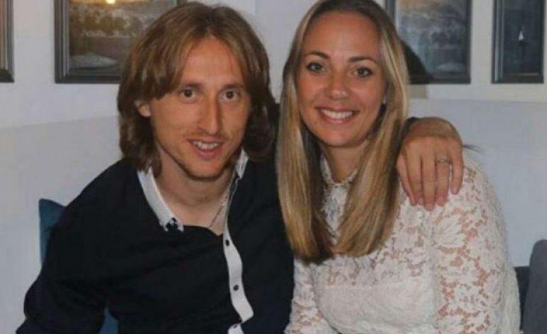 Tanpa Pasangan Ronaldo-Messi, Masih Ada 4 Wanita Cantik di El Clasico