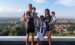 Topeng Menyeramkan Ronaldo dan Keluarga di Hari Halloween