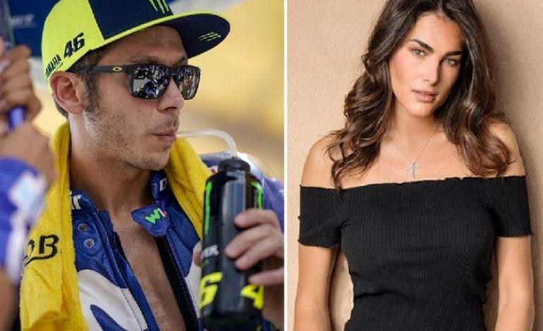 Sweet Banget, Alasan Sang Pacar Dukung Valentino Rossi Tetap Balapan Sampai 2020