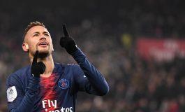 Paris Saint-Germain Singkirkan Pernak Pernik Berbau Neymar di Toko Resmi