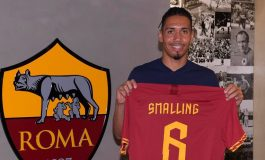 Manchester United Resmi Pinjamkan Chris Smalling ke AS Roma