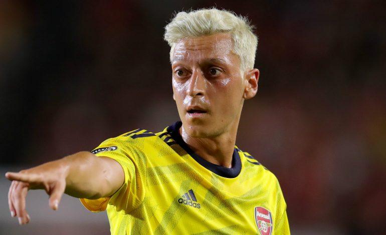 Arsenal Terpuruk, Merson: Saatnya Mainkan Ozil, Emery!