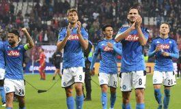 Kisruh Napoli: Hasil Buruk, Pemain Membelot, Suporter Teror Keluarga Pemain, Jual Klub