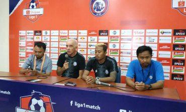 Dikalahkan Persib di Kandang, Pelatih Arema Minta Maaf kepada Suporter