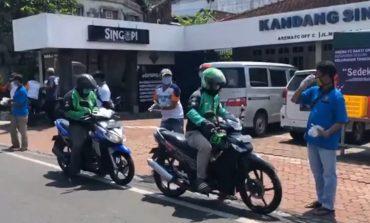 Aksi Nyata Arema FC Bantu Ojol dan Pekerja Harian di Tengah Pendemi Virus Corona