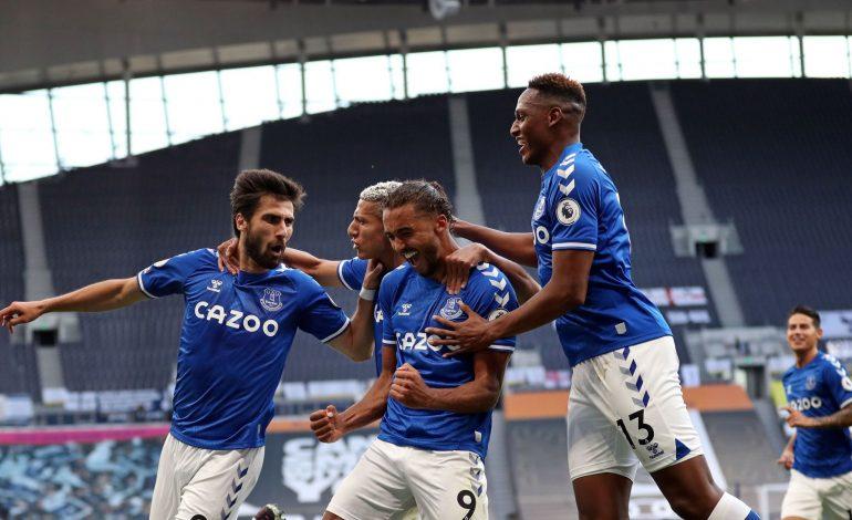 Everton Curi Kemenangan di Kandang Tottenham Hotspur