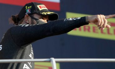 Penuh Insiden, Lewis Hamilton Juara GP Tuscan