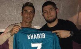 Khabib Nurmagomedov Pensiun, Cristiano Ronaldo: Ayahmu Pasti Bangga!