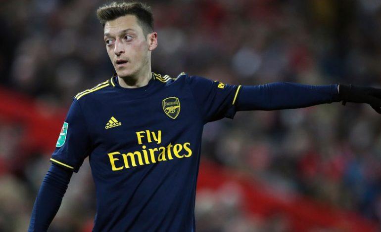 Pencoretan Ozil Adalah Sebuah Ironi Bagi Arsenal, Kenapa?
