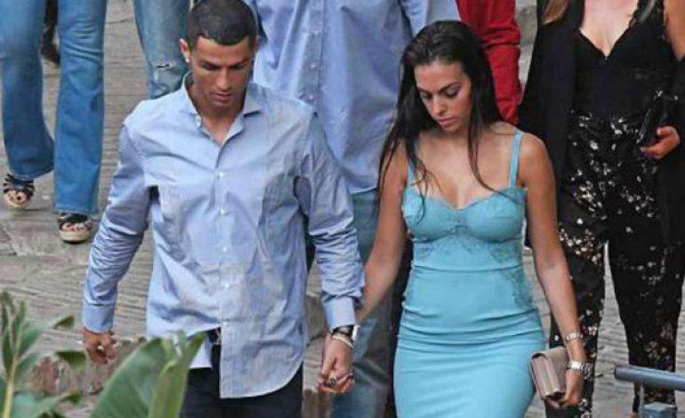 Mesranya Ronaldo dan Kekasih Jelang Piala Dunia
