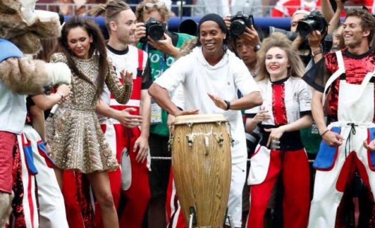 'Ngamen' di Final Piala Dunia, Ronaldinho Sibuk Bergoyang