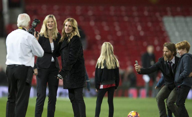 Pretty Woman Saksikan Manchester United Berjaya