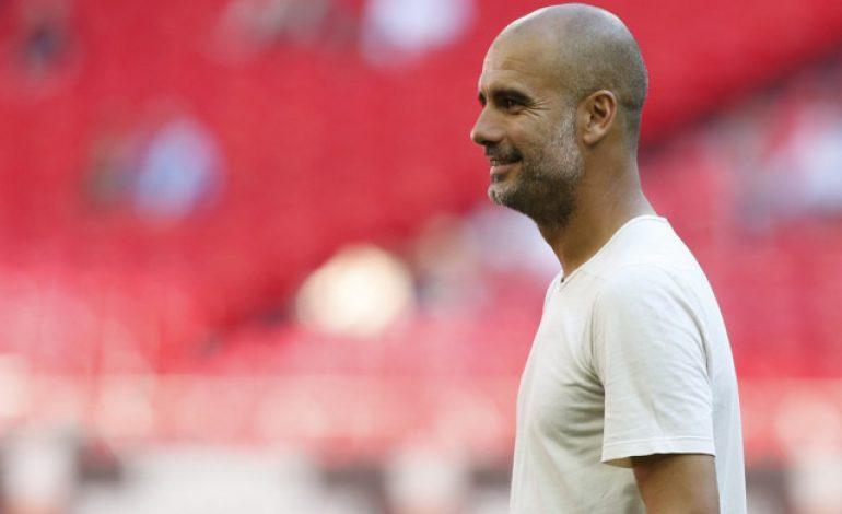 Tampil Kasual, Pep Guardiola Disebut Seperti Barista Kedai Kopi