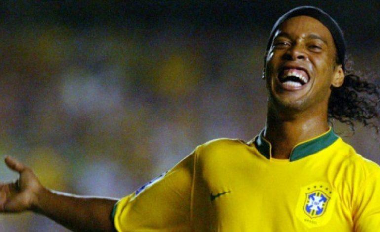 Nostalgia pada Acara Amal, Ronaldinho Malah Permalukan Puyol di Depan Umum