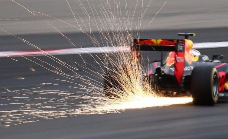 Kenapa Mobil F1 Keluarkan Bunga Api Saat Melaju?