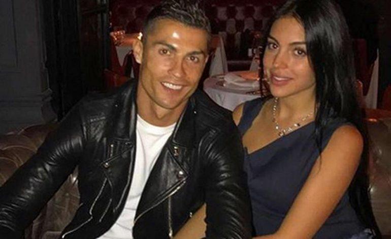 Cristiano Ronaldo Makan Malam Romantis dengan Kekasih Seksinya