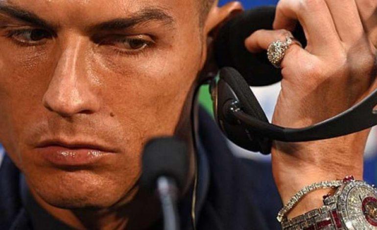 Jelang Laga Lawan MU, Ronaldo Pamer Jam Seharga Rp23 Miliar