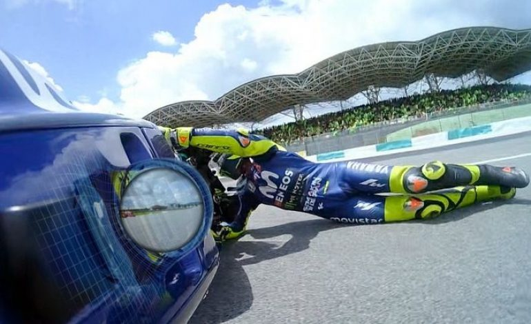 Kok Bisa Sih Valentino Rossi Sedih Sekaligus Senang Usai Crash MotoGP Malaysia?