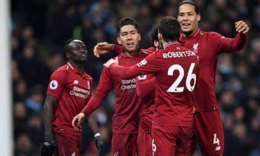 Dua Bek Sayap Liverpool Beda Pandangan Soal Kans Juara