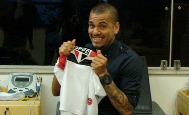 Dani Alves Resmi Gabung Sao Paulo