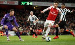 Liga Inggris: Mesut Ozil Serang Balik Unai Emery