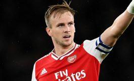 Bek Arsenal Sebut Timnya Tidak Perlu Panik
