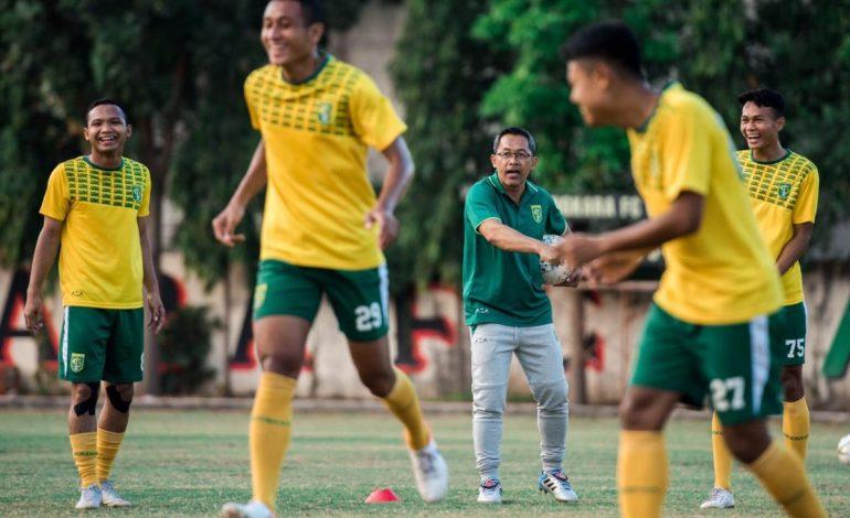 Aji Santoso Tidak Terganggu Absennya Pemain Jelang Persebaya Hadapi Bhayangkara FC