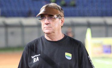 Robert Rene Alberts Sesuaikan Latihan Persib Bandung di Bulan Ramadan