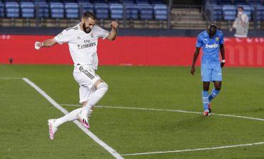 Karim Benzema 2 Gol, Real Madrid Bantai Valencia