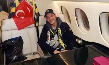 Mesut Ozil Akhirnya Resmi Gabung Fenerbahce
