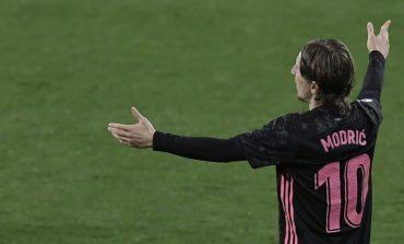 Florentino Perez Konfirmasi Luka Modric Bertahan di Real Madrid